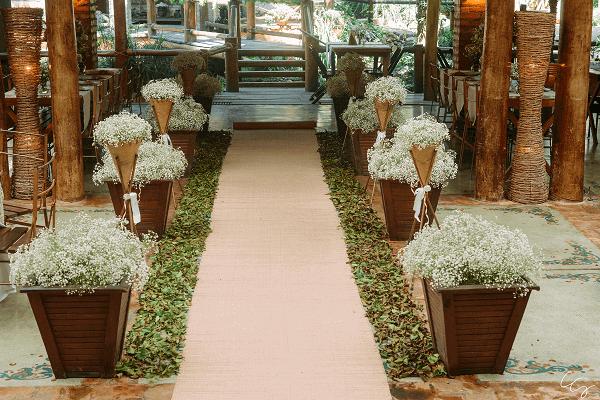 Decoração delicada feita com flor mosquitinho