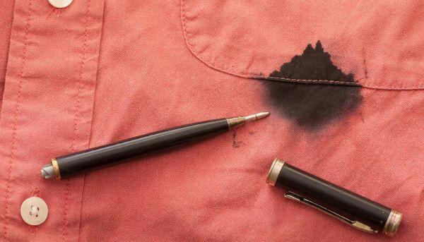 Como tirar mancha de caneta da roupa colorida