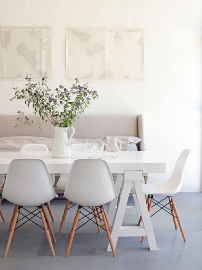 decoração clean para sala de jantar com cadeira eames branca Foto Diycore