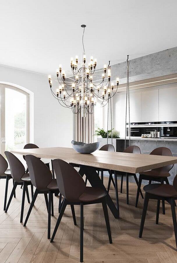 decoração com cadeiras para sala de jantar modernas com lustre grande Foto Pinterest