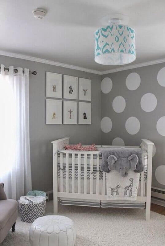 decoração com papel de parede para quarto de bebê cinza e branco Foto Mundo Ovo