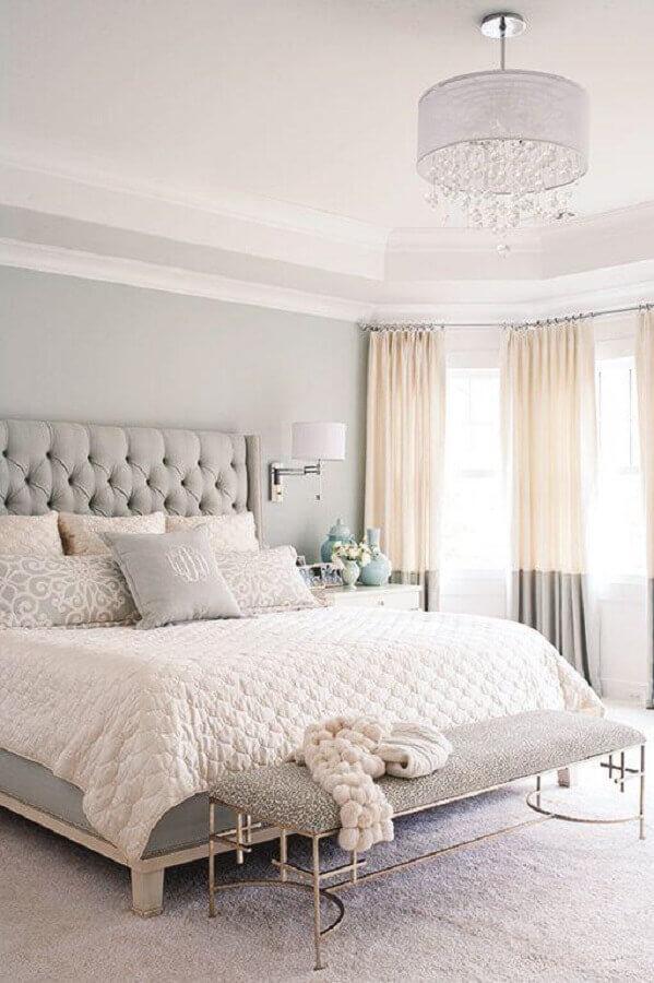 decoração de quarto de moça cinza e branco com cabeceira capitonê Foto We Heart It