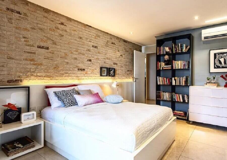decoração de quarto de moça com parede de tijolinho à vista Foto Ana Furlani