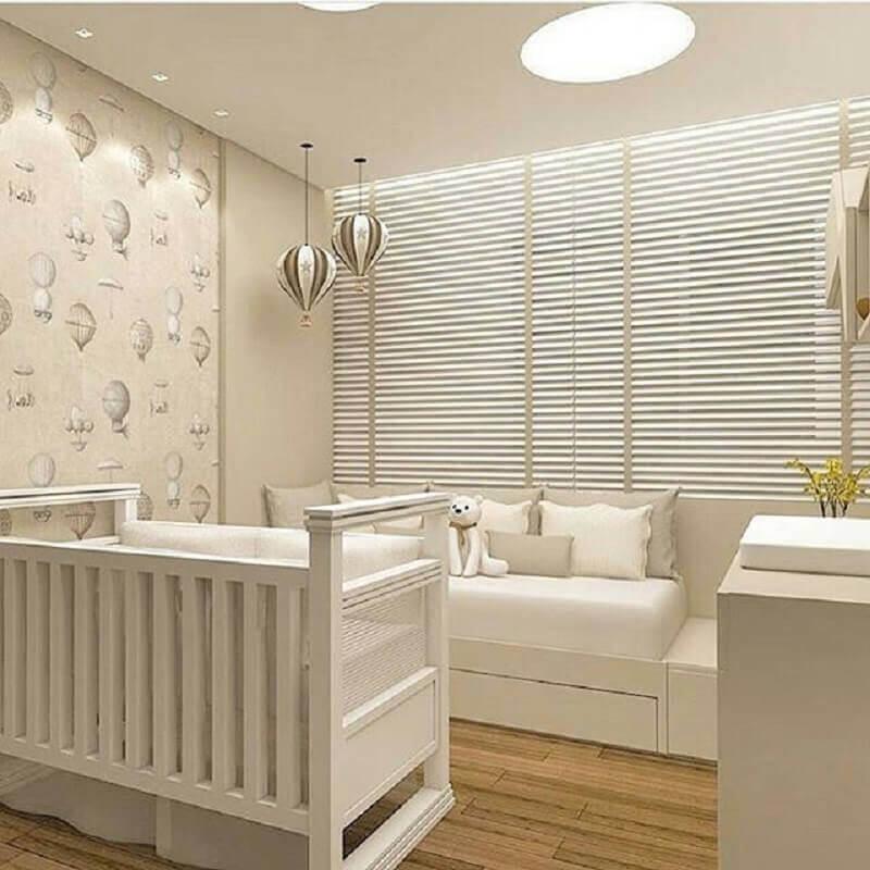 decoração em cores neutras com papel de parede para quarto de bebê Foto Arkpad