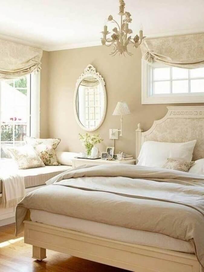 decoração em tons neutros com lustre para quarto de moça com estilo clássico Foto Dianne Decor