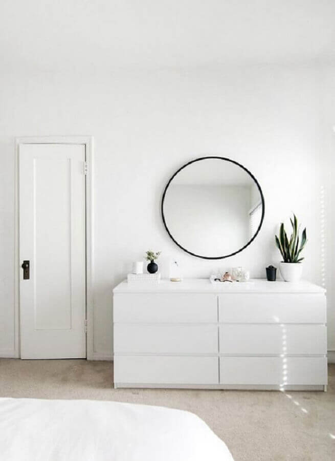 decoração minimalista com cômoda branca quarto Foto My Amazing Things