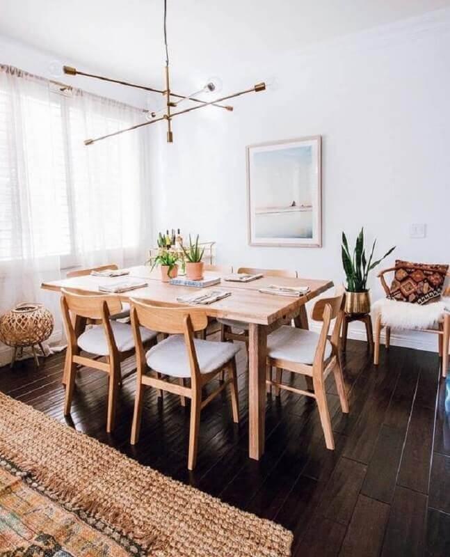 decoração simples com cadeiras de madeira para sala de jantar Foto Zozu