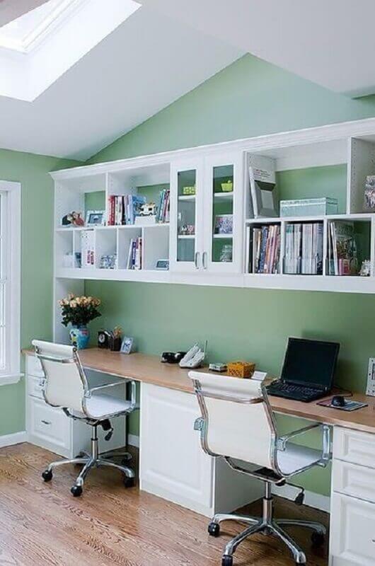 decoração simples para escritório com cadeira giratória branca Foto Sand and Sisal