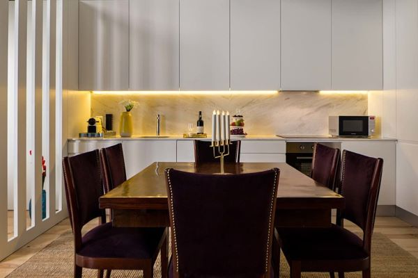 Cozinha moderna e branca