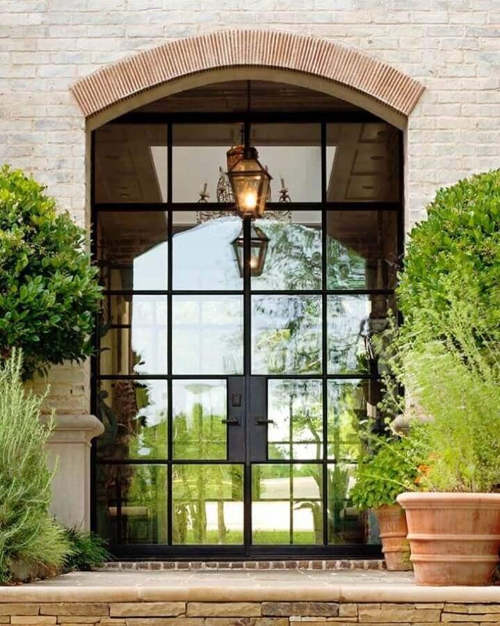 entrada com porta de ferro com vidro Foto Pinterest