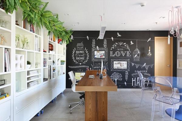 Escritório planejado com design criativo