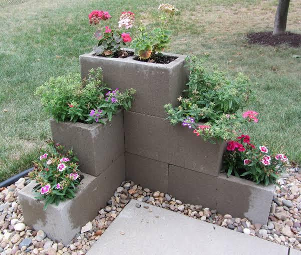 Floreira com bloco de cimento