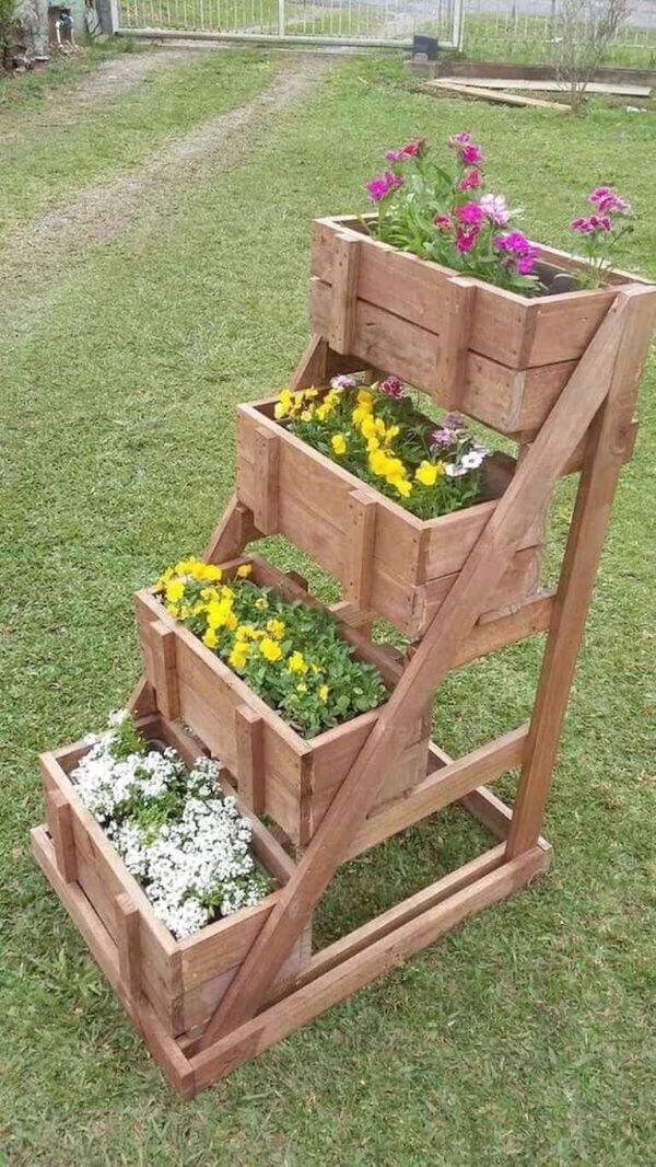 Floreiras de chão no jardim