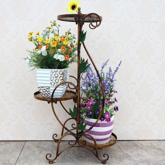 Floreira de ferro para decorar a casa
