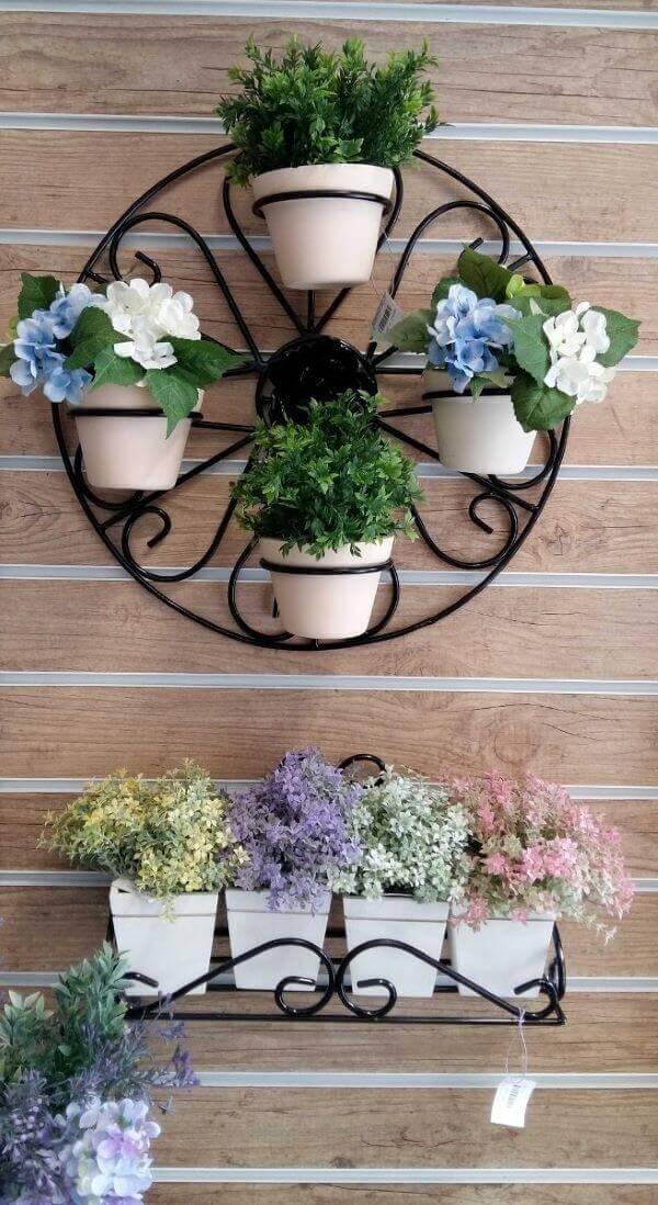 Floreiras de ferro para pendurar na parede