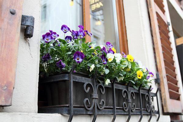 Floreira de ferro para janela de casa