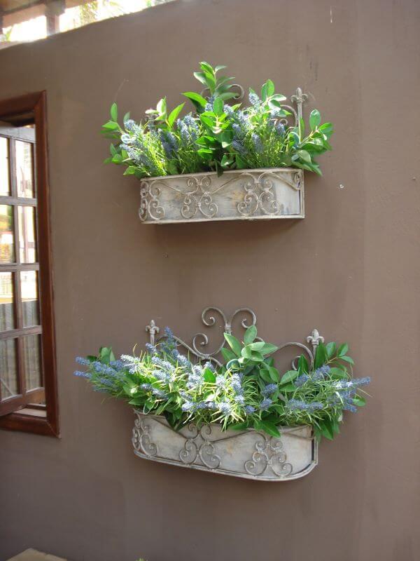 Casa decorada com plantas