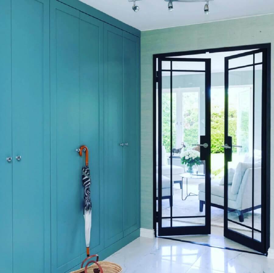 hall de entrada com porta de ferro com vidro Foto Metal Form