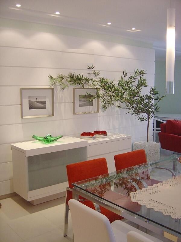 O recipiente de vidro quadrado decora a sala de jantar