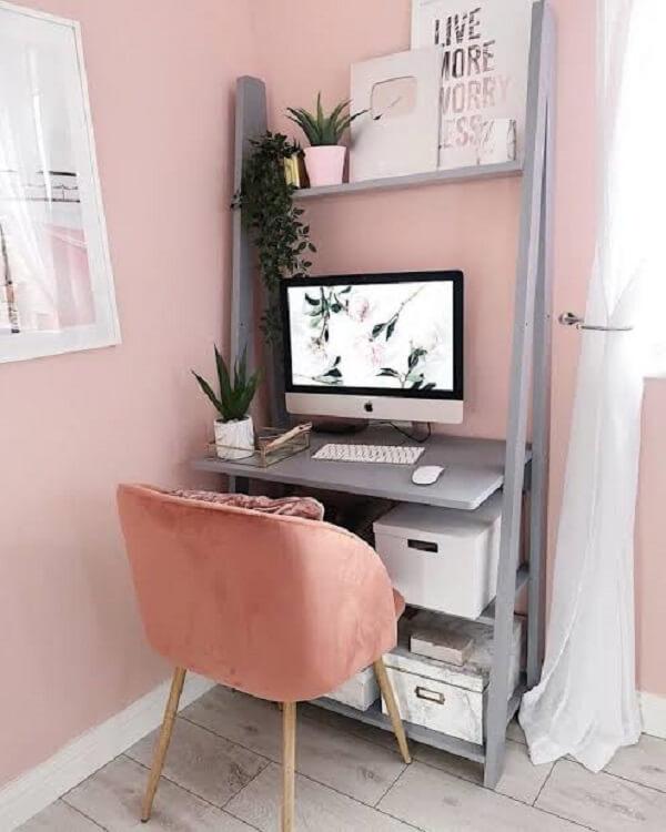 Invista em móveis compactos para compor a decoração do escritório planejado