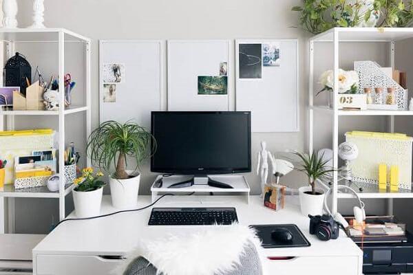 A estante de aço organizadora é um ótimo item para se ter no escritório planejado