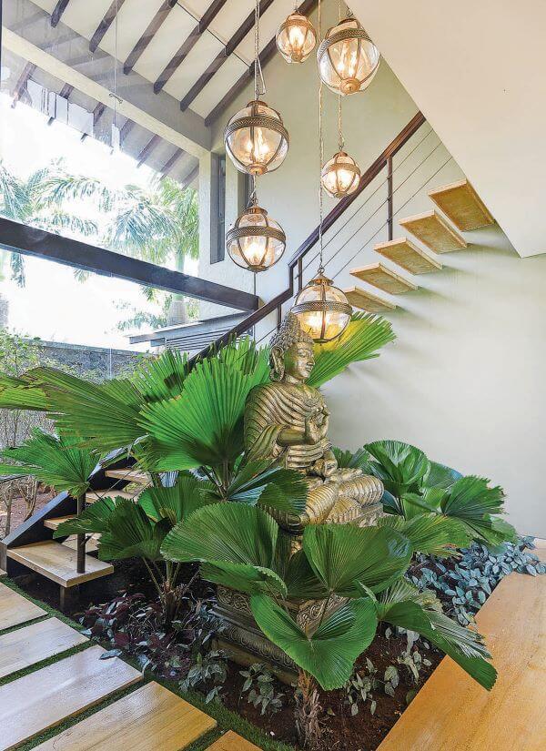 Plantas para jardim de inverno na escada de casa
