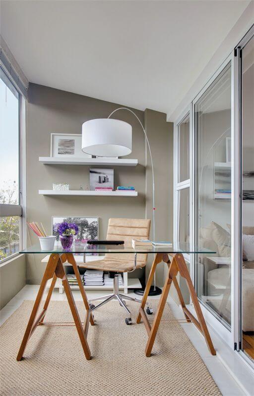 Mesa cavalete com tampo de vidro para escritório