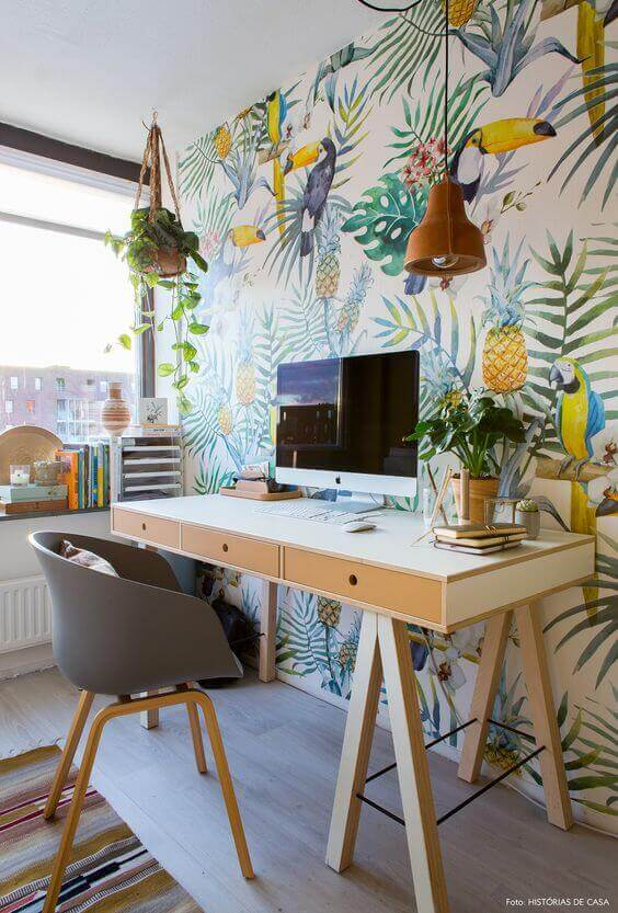Mesa cavalete com papel de parede