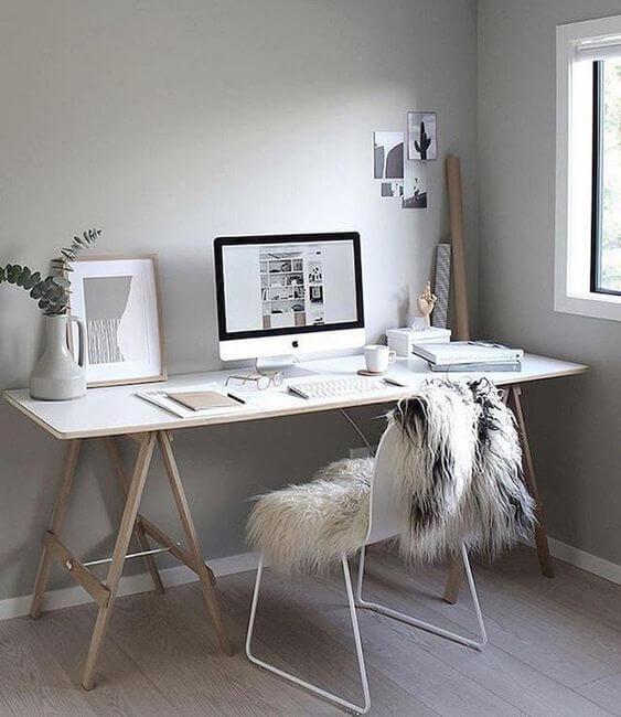 Mesa cavalete em preto e branco