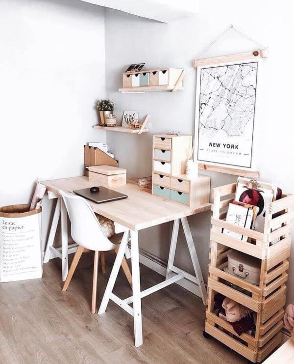 Mesa cavalete pequena em casa