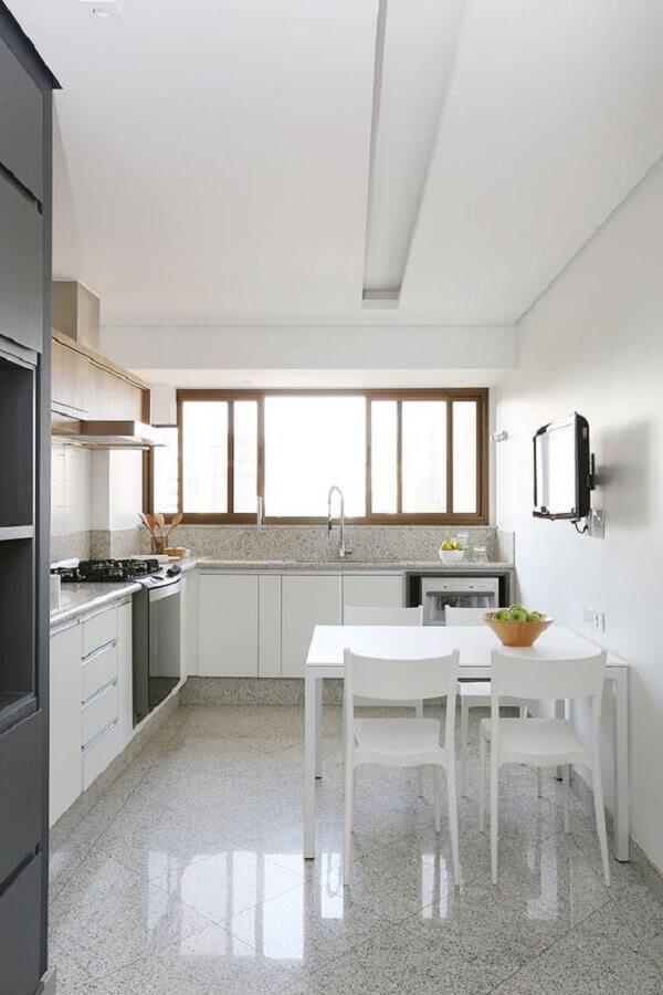 mesa com cadeira branca para decoração de cozinha planejada Foto Casa de Valentina