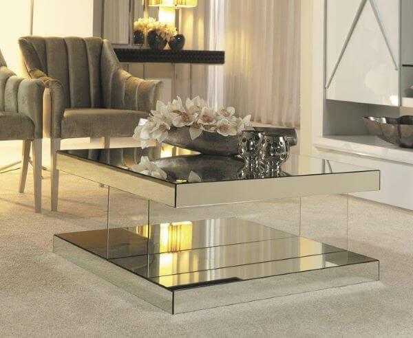 Mesa de centro espelhada e moderna