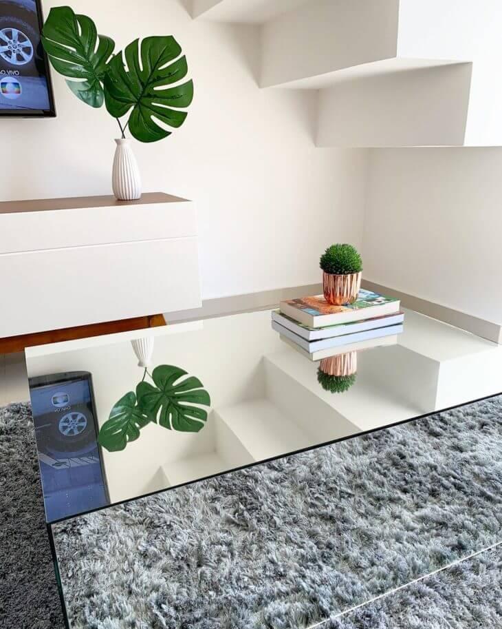 Mesa de centro espelhada com costela de adão