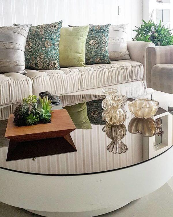 Mesa de centro espelhada e redonda