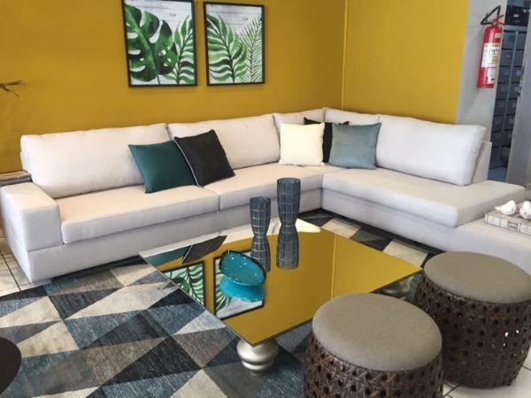 Mesa de centro espelhada em casa