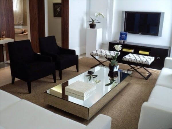Mesa de centro de espelho na sala
