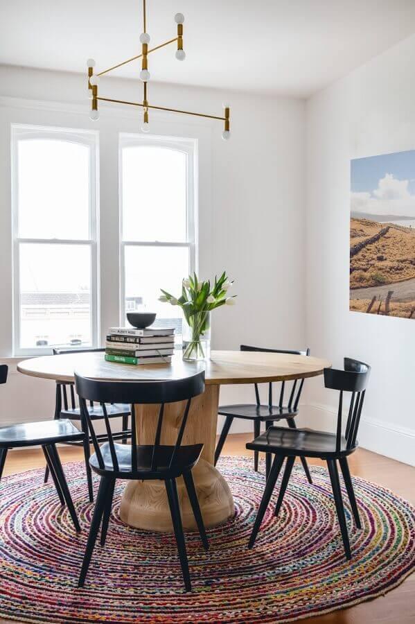 mesa redonda e cadeiras de madeira para sala de jantar pintadas de preta Foto Pinterest