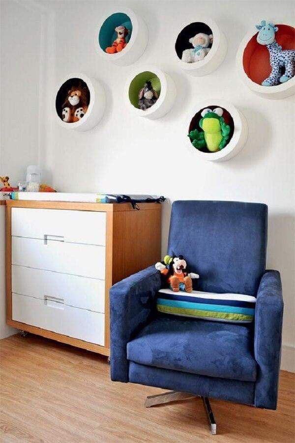 Nichos coloridos decoram o quarto infantil