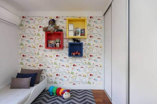 Nicho coloridos de madeira para o quarto infantil