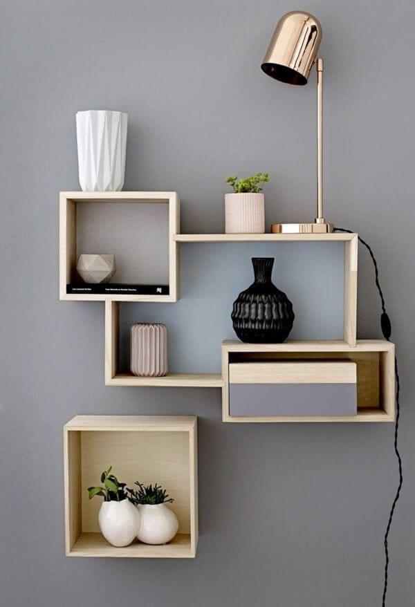 Nichos de madeira decorativos em formato geométrica