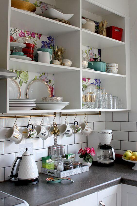 Nicho para cozinha com aparelho de jantar