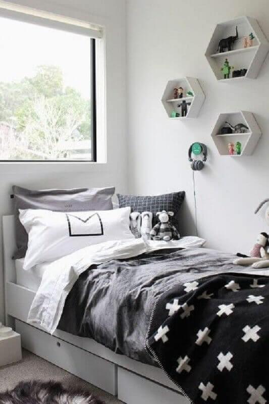 nichos decorativos para quarto branco e cinza de solteiro Foto Just Real Moms