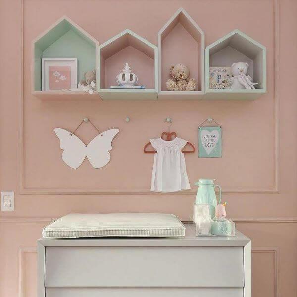 Nichos para quarto de bebê com formato de casa