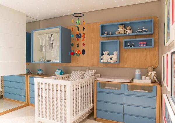 Nichos coloridos para o quarto de bebê