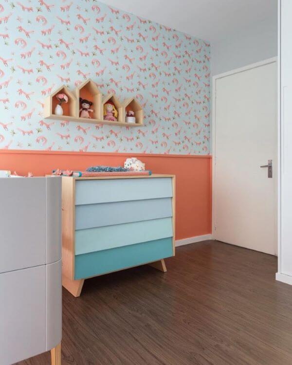 Nicho para quarto de bebê colorido