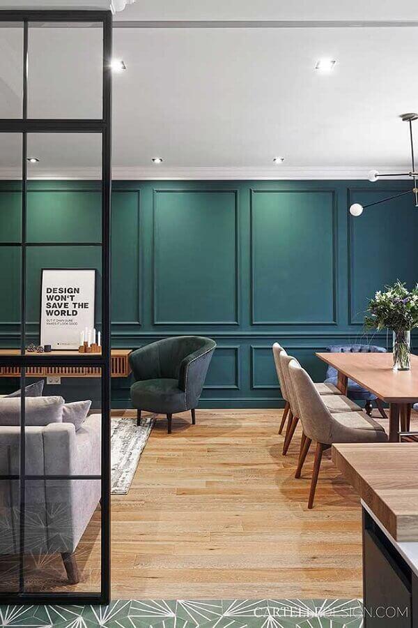 parede verde com boiserie Foto Behance