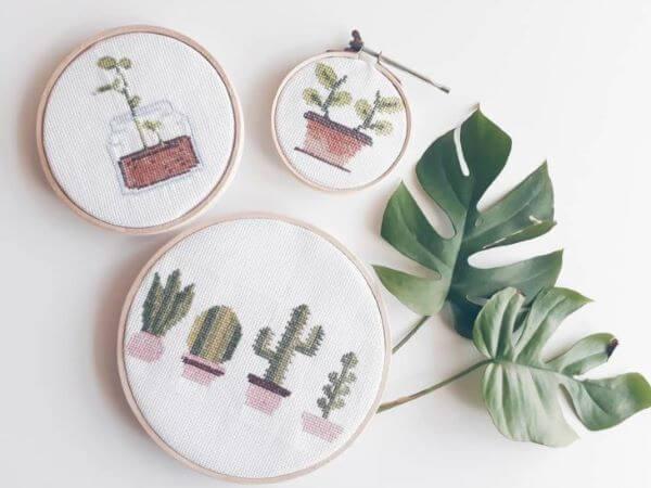 Ponto cruz com cactos e plantas
