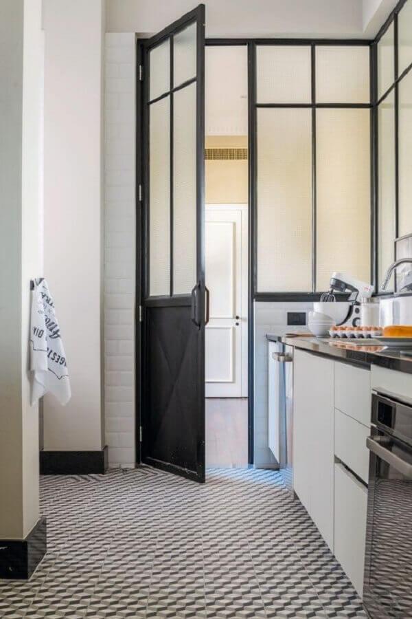 porta de ferro para cozinha preta e branca Foto Casa e Jardim