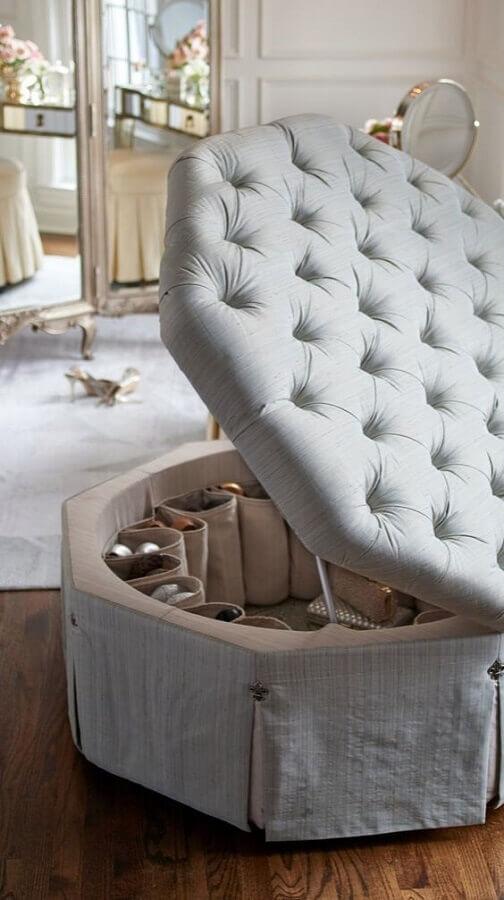 puff bau capitonê cinza Foto L'Essenziale Home Designs