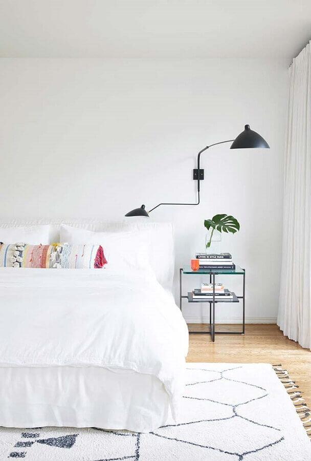 quarto branco moderno decorado com luminária de parede Foto Neu dekoration stile